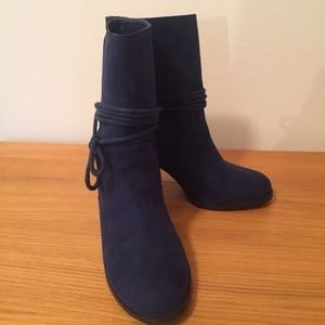 Simply Styled Blue Suede Cossack Boots.